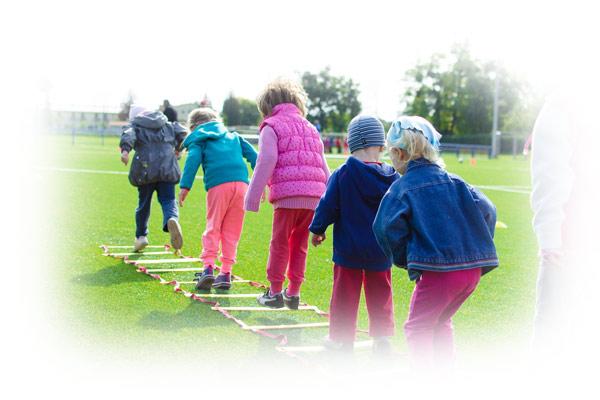 Foto kinderen op het sportterrein